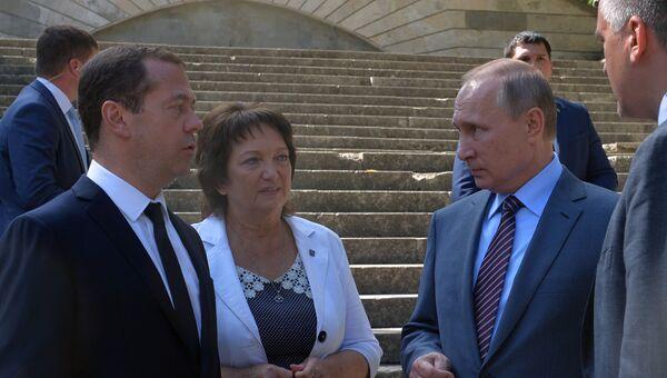 Рабочая поездка президента РФ В. Путина и премьер-министра РФ Д. Медведева в Южный федеральный округ. 15 сентября 2016