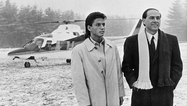 Сильвио Берлускони с сыном Пьером Сильвио в Милане. 1 марта 1986