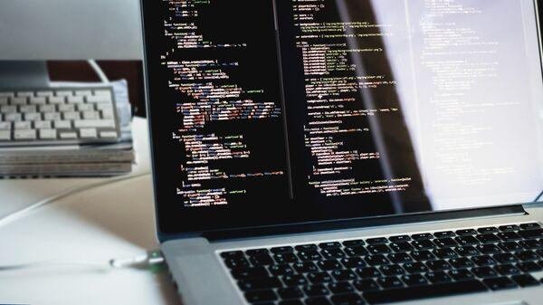 Программный код на экране компьютера