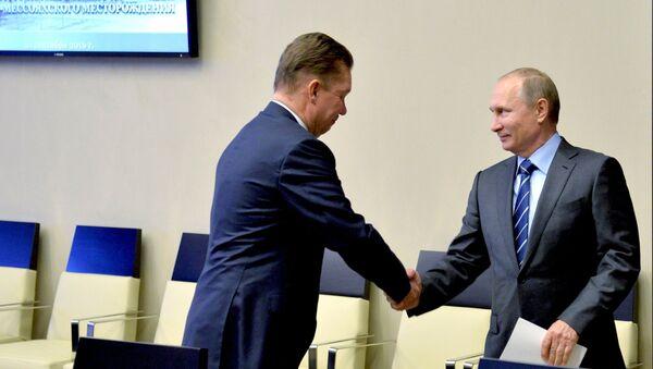 Владимир Путин и Алексей Миллер перед видеоконференцией по запуску в эксплуатацию Восточно-Мессояхского месторождения. 21 сентября 2016