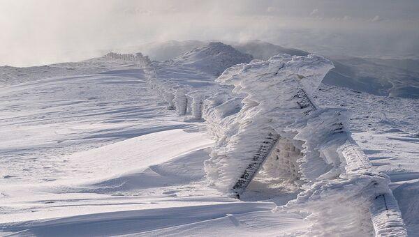 Финалист конкурса Фотограф погодных явлений-2016. GAllan Macdougall - Ice Sculpture on Plynlimon