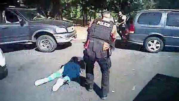 Стоп-кадр с видео гибели афроамериканца Кита Скотта, обнародованного полицией города Шарлотт