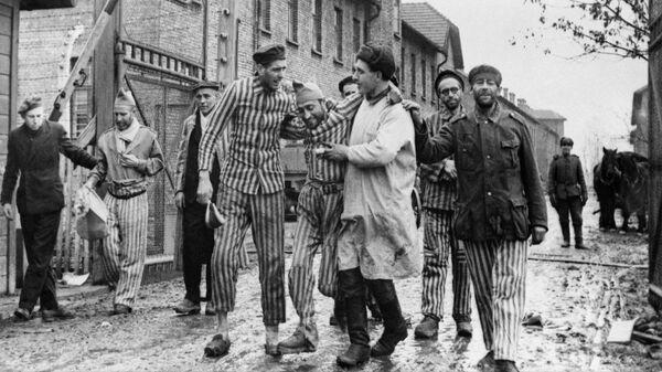 Освобождение советскими войсками узников немецко-фашистского концлагеря Аушвиц-Биркенау - Освенцим