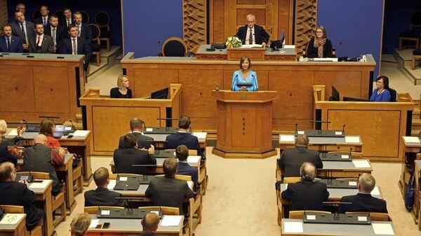 Избранный президент Эстонии Керсти Кальюлайд во время выступления в парламенте в Таллине.