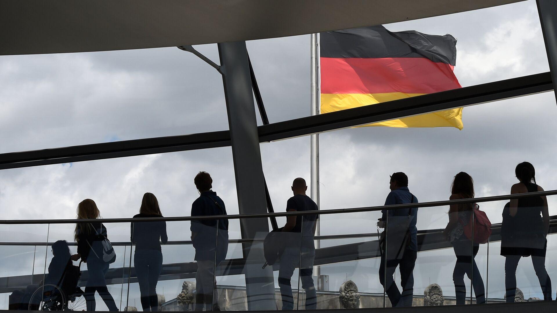 Посетители в здании рейхстага в Берлине, Германия - РИА Новости, 1920, 06.05.2021