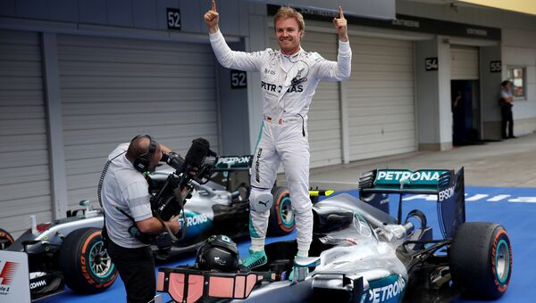 Формула-1. Нико Росберг празднует победу в Гран-при Японии, 9 октября 2016