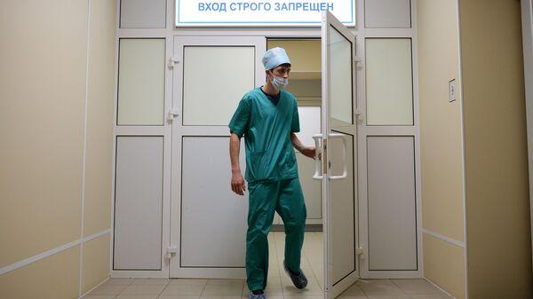 Медработник в больнице. Архивное фото