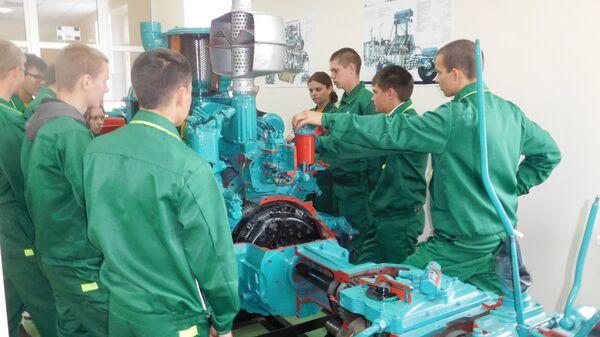 Студенты Дмитриевского сельскохозяйственного техникума