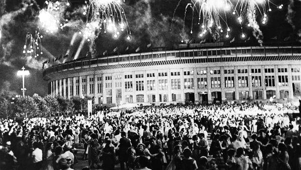 Праздничный салют в дни VI Всемирного фестиваля молодежи и студентов. Москва, 1957 год