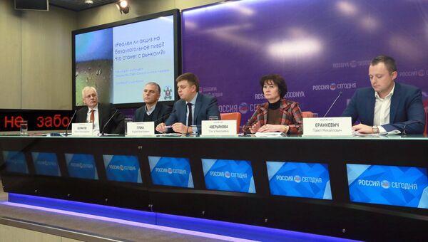 Пресс-конференция, посвященная введению акциза на безалкогольное пиво, в Международном мультимедийном пресс-центре МИА Россия сегодня