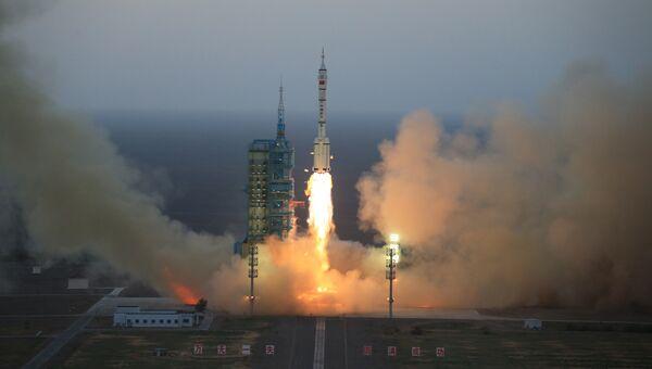 Запуск пилотируемого космического корабля Шэньчжоу-11 в Китае. Архивное фото