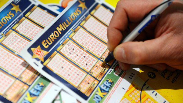 Билет европейской лотереи EuroMillions. Архивное фото