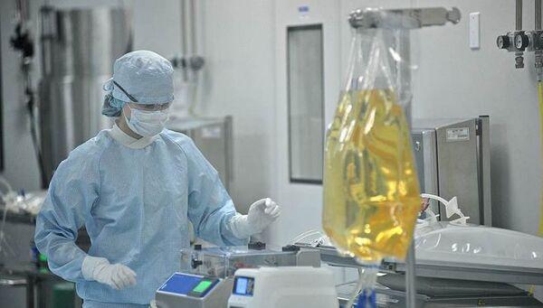 Сотрудник российской биотехнологической компании Biocad. Архивное фото