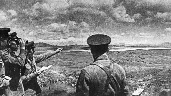 Советские командиры на берегу озера Хасан во время вторжения японских войск. 1938 год