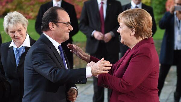 Президент Франции Франсуа Олланд и канцлер Германии Ангела Меркель перед встречей в Берлине