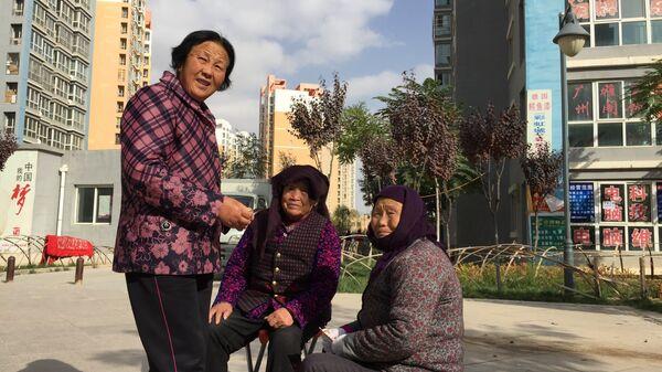 Жители китайского района Радуга
