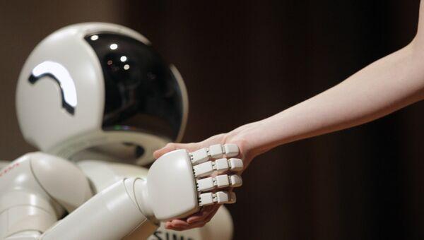 Робот-андроид Asimo корпорации Honda Motors в Белграде. Архивное фото