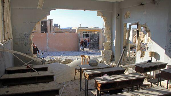 Разрушенная в результате обстрелов школа в сирийской провинции Идлиб