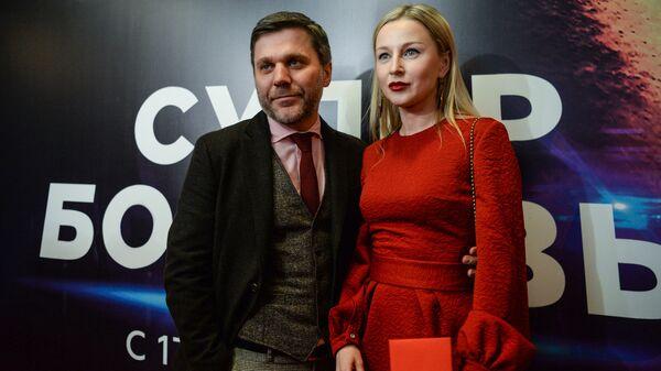 Актеры Джемал Тетруашвили и Ольга Медынич на премьере фильма Супер Бобровы в Москве