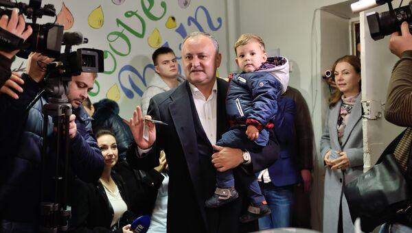 Лидер социалистов Молдовы Игорь Додон на президентских выборах в Кишиневе. Архивное фото