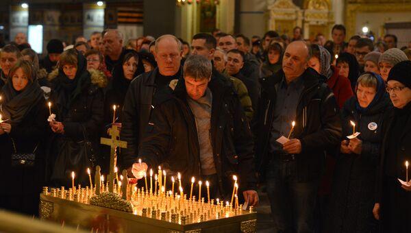 Панихида по погибшим в авиакатастрофе лайнера А321 в Египте в годовщину трагедии в Свято-Троицком Измайловском соборе Петербурга