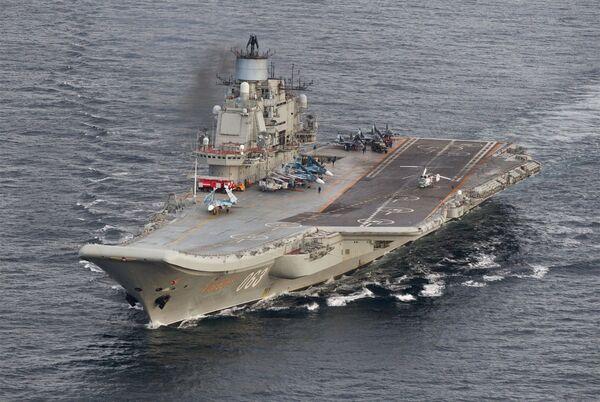 Тяжелый авианесущий крейсер Адмирал Флота Советского Союза Кузнецов во время прохода авианосной группы Северного флота России в Норвежском море