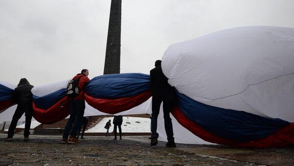 Церемония демонстрации самого большого флага Российской Федерации в Москве. Архивное фото