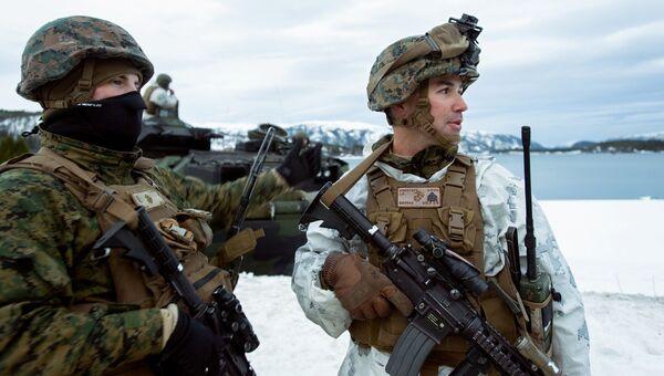Американские морские пехотинцы во время учений. Архивное фото