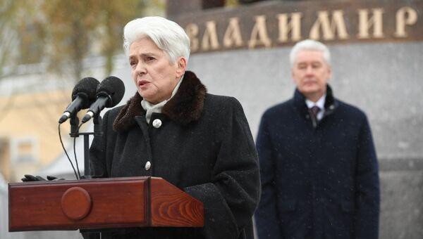 Наталия Солженицына выступает на церемонии открытия памятника князю Владимиру на Боровицкой площади в Москве