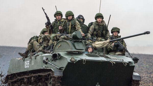 Российские военнослужащие во время совместных учений ВДВ России, Белоруссии и Сербии Славянское братство-2016 в Сербии