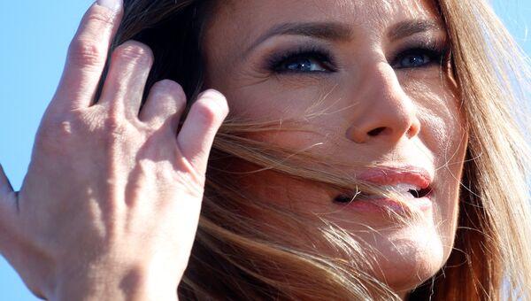 Жена кандидата на пост президента США Дональда Трампа Меланья на предвыборном митинге в городе Уилмингтон, Северная Каролина