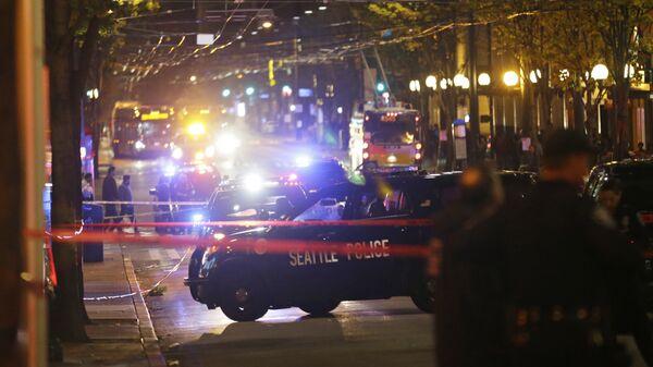 Полицейские на месте стрельбы в Сиэтле
