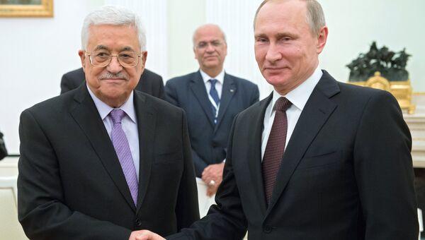 Президент РФ В. Путин и глава Палестины М. Аббас. Архивное фото