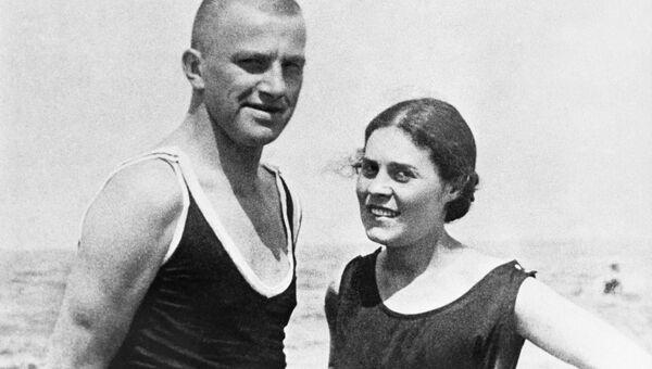 Владимир Владимирович Маяковский и Лиля Юрьевна Брик. Архивное фото