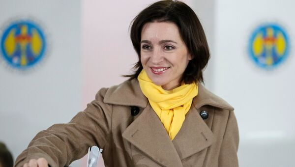 Майя Санду голосует на втором туре выборов президента Молдавии