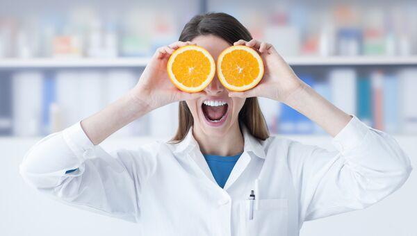 Девушка с апельсинами. Архивное фото