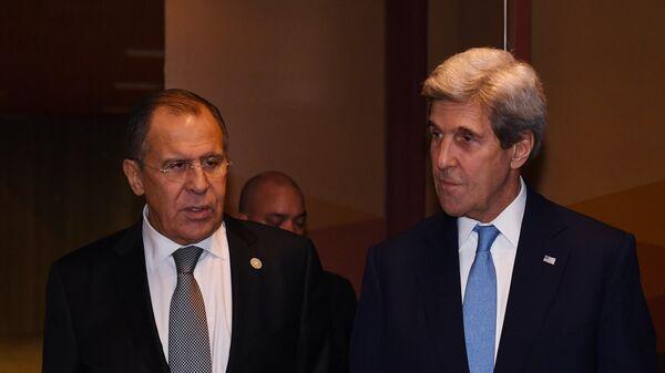 Министр иностранных дел РФ Сергей Лавров (слева) и госсекретарь США Джон Керри. Архивное фото
