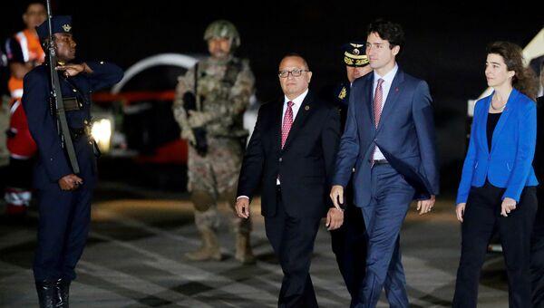 Канадский политик Джастин Трюдо в аэропорту города Лима перед саммитом АТЭС