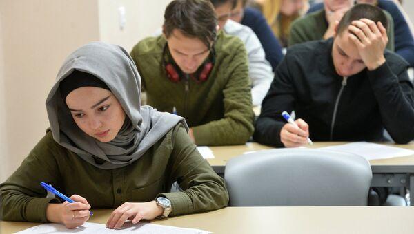 Участники Всероссийского географического диктанта в Казанском федеральном университете (КФУ)
