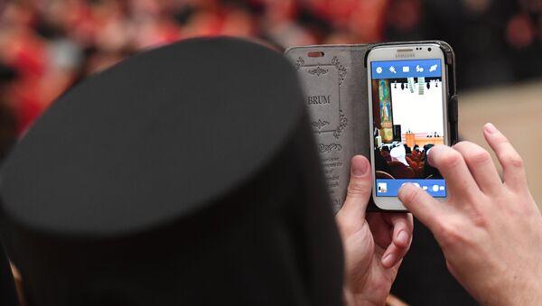 Монах с фотокамерой