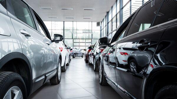 Новые автомобили в автосалоне