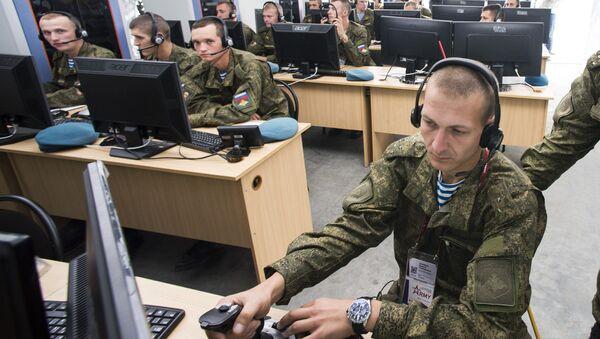 Военнослужащие занимаются на тактическом тренажере Рубеж. Архивное фото