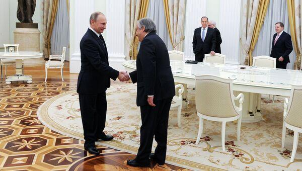 Президент РФ Владимир Путин и избранный Генеральный секретарь ООН Антониу Гутерреш во время встречи в Кремле. 24 ноября 2016