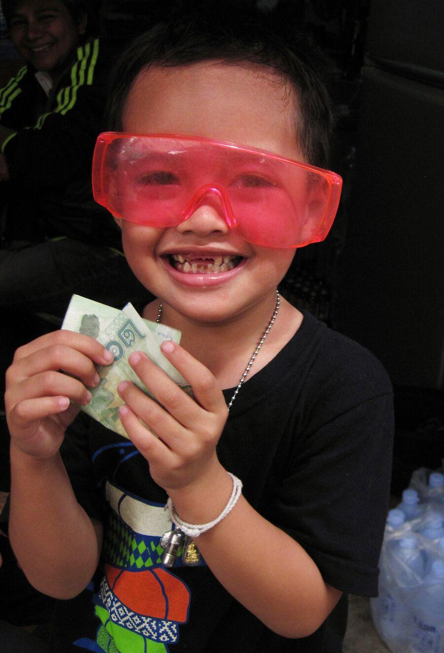 Ребенок на улице в Бангкоке