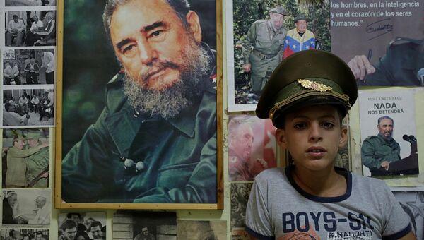 Юный поклоник бывшего президента Кубы Фиделя Кастро