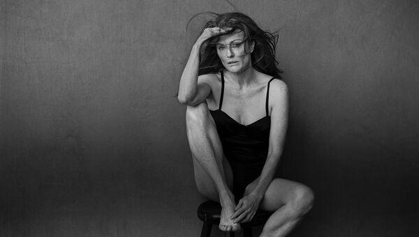 Актриса Джулианна Мур в календаре Pirelli 2017
