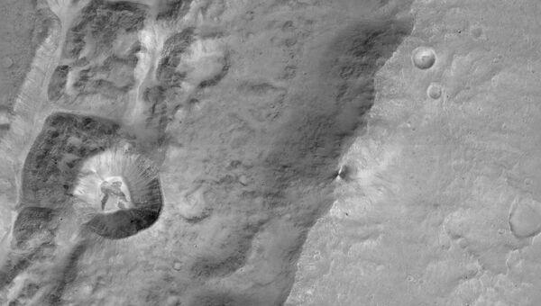 Кратер Да Винчи на экваторе Марса, снимок зонда TGO