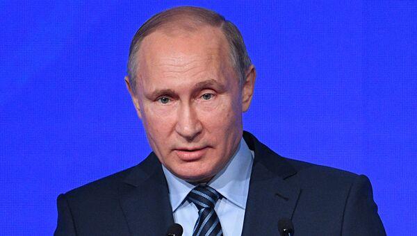 Президент РФ Владимир Путин на международном форуме Примаковские чтения в Москве. 30 ноября 2016