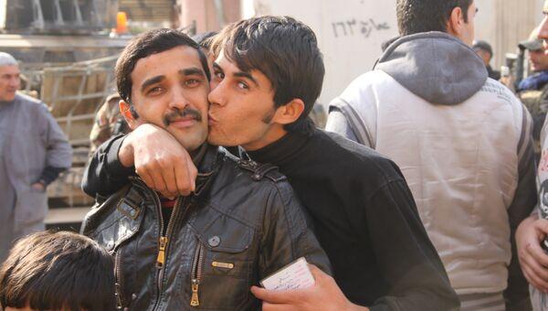 Жители Мосула радуются избавлению от террористов ИГ. Архивное фото
