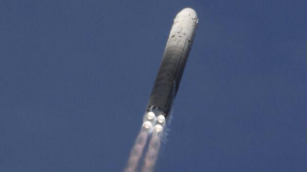 Запуск баллистической ракеты РС-18 Стилет с космодрома Байконур